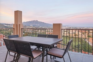 2 bedroom Penthouse for sale in Benahavis