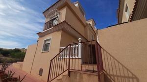 2 bedroom Adosado se vende en Monte Golf