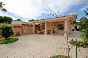 3 bedroom Bungalow for sale in Campoamor