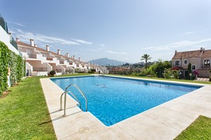 3 bedroom Townhouse for sale in El Paraiso