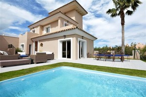 5 bedroom Villa for sale in Manilva