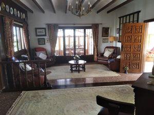 4 bedroom Villa for sale in Potries