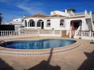 5 bedroom Villa for sale in Torrevieja