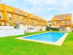 Casa de Pueblo de 4 dormitorios en venta en Javea