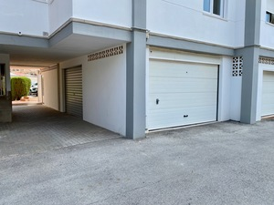 Large garage for sale in Javea Port