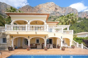 4 Bedroom Villa for Sale on Montgo in Javea