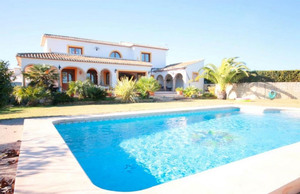 Large villa to rent long term in Benitachell