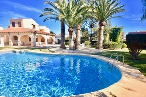 Magnificent villa to let in La Xara