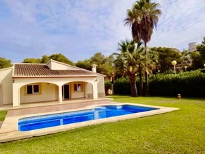 Villa on one level with pool for sale in Javea