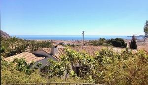 Villa to let with sea views