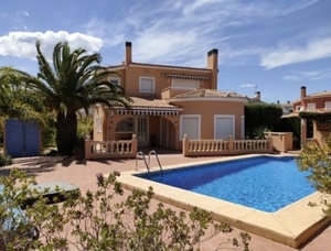 Modern villa with pool for sale in Gata