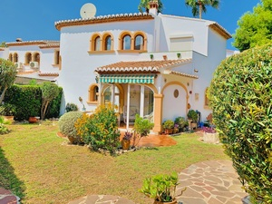 Villa en venta cerca del puerto de Javea