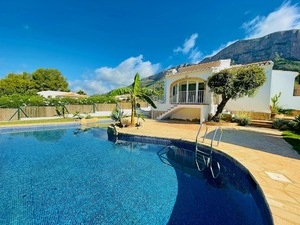 Villa for sale on one level Montgo Javea