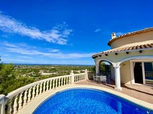 Villa con maravillosas vistas al mar en venta en La Sella