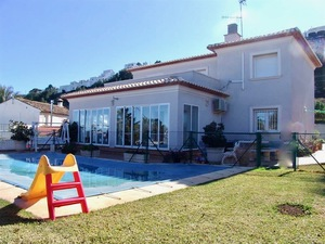 Villa to let long term in Denia