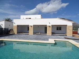 Modern villa to let in Javea.