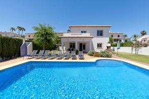 Villa to rent in Denia