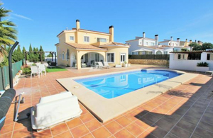 Villa  with private pool for sale in Gata Residential