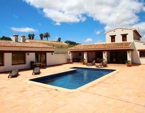 Modern villa to let in Javea