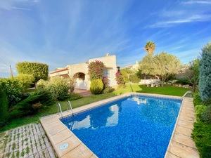 Villa en venta en Javea cerca de la zona de playa