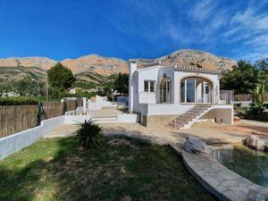 Villa 3 chambres à louer à long terme Javea