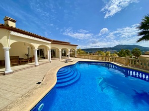 Large villa for sale with great views in Javea