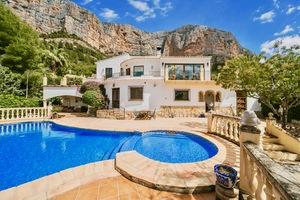 Luxury villa for long term rental in Javea