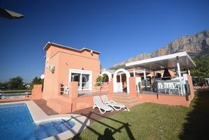 Family villa to let in Javea Montgo