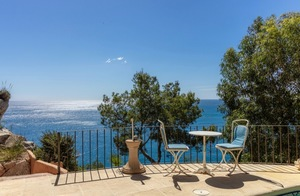 Front line Villa for sale with sea views