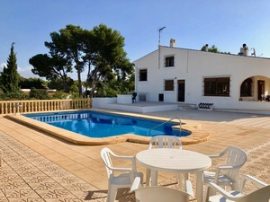 Villa avec piscine à louer à long terme à Javea