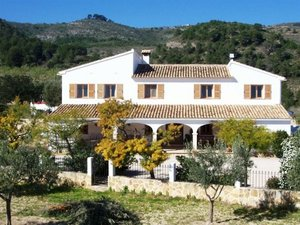 Finca with large plot for sale in Benissa