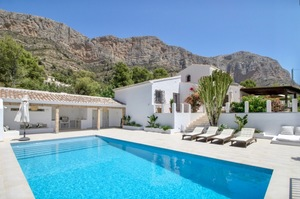 Modern Villa for sale in Montgo Javea.