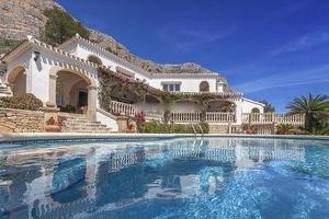5 Bedroom Villa for Sale in Javea on Montgo