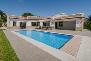 Villa de 3 dormitorios en venta en Javea