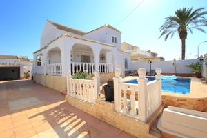4 bedroom Villa for sale in La Siesta