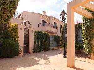 3 bedroom Villa for sale in San Cayetano