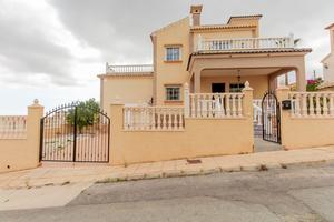 3 bedroom corner detached villa with private pool in Orihuela Costa