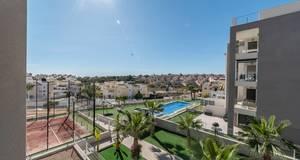 Nearly new 2 bedroom apartment in Villamartin