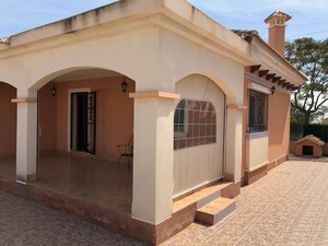 3 bedroom, 2 bathroom villa on the outskirts of Los Montesinos