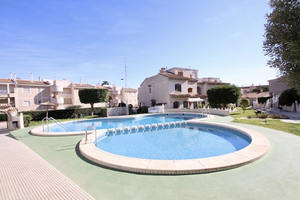 3 bedroom triplex home in Torrevieja with sea views