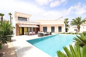4 bedroom, 2 bathroom modern villa in Quesada with private swimming pool