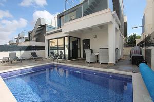 Modern 3 bedroom villa in Villamartin