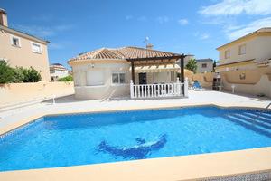 3 bedroom detached villa in 600m2 plot with pool in La Zenia