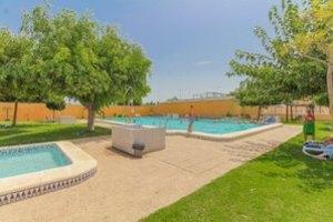 2 bedroom semi detached villa in Torrevieja