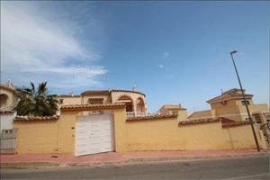 3 bedroom 3 bathroom detached villa in Villamartin