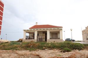 Sea facing 4 bedroom house in Playa de Los Locos, Torrevieja