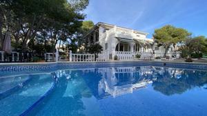 6 bedroom detached villa for 2 families in Pinar de Campoverde