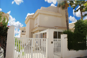3 bedroom 3 bathroom detached villa in Playa Flamenca
