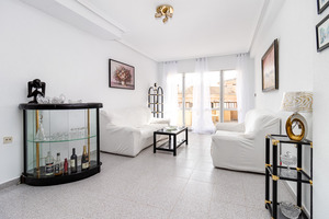 1 large bedroom property with sea views and community pool in Torrevieja