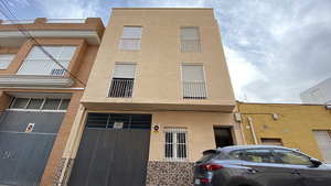3 bedroom apartment for renovation and investment in Santa Pola old town